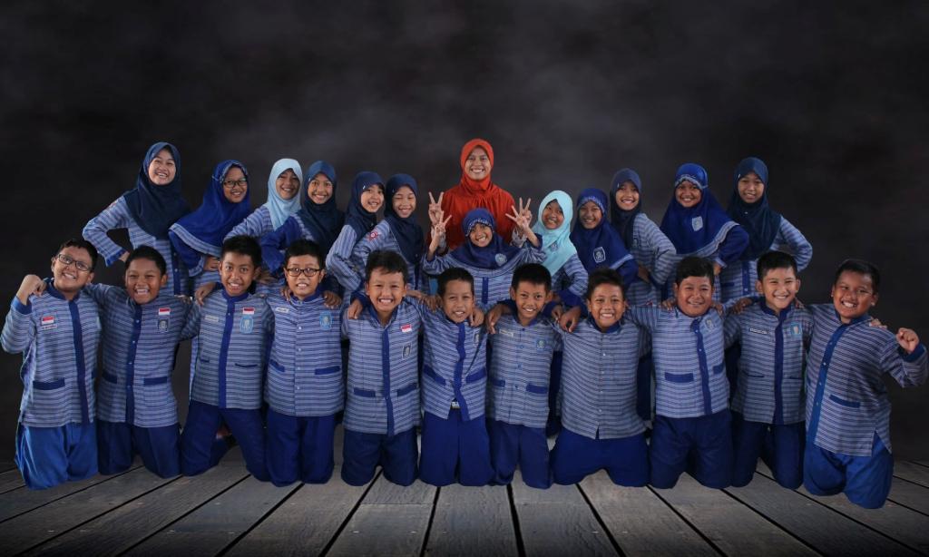 foto bersama siswa wali kelas
