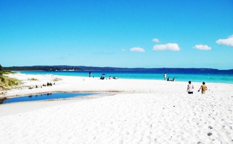 pantai pasir putih bondowoso