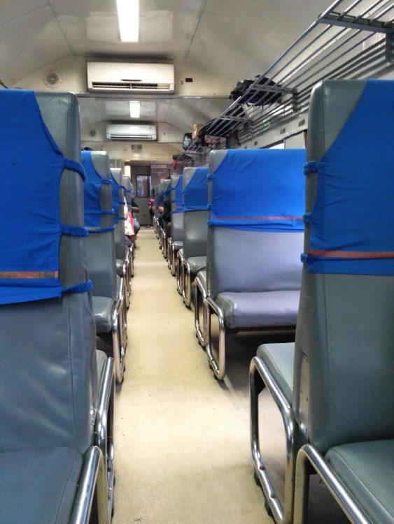 tempat duduk kereta api krd