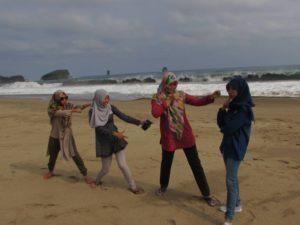 Seram, Ombak Di Pantai Bajul Mati