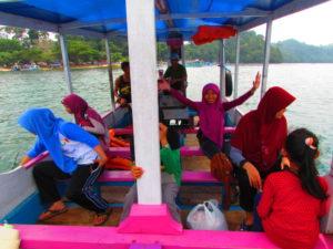 perjalanan naik kapal ke pulau sempuh malang (5)